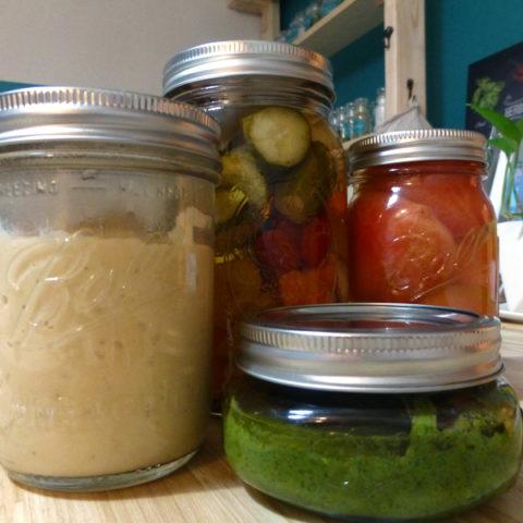 自家製保存食づくりの強い味方!素敵なガラスジャーでキッチンを彩って。