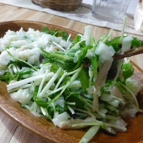 水菜と炒めキノコの玉ねぎサラダ