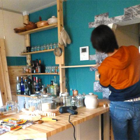 「キッチンDIY2」木製キャビネットと棚づくりで収納スペースを増強♪
